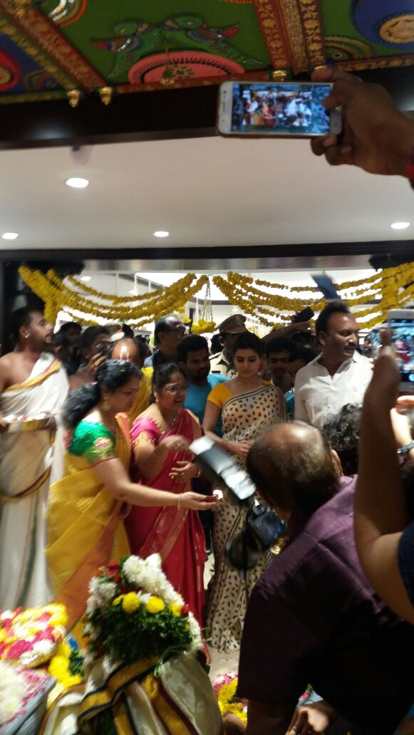 Samantha at Akruthi Silks Launch in Chirala