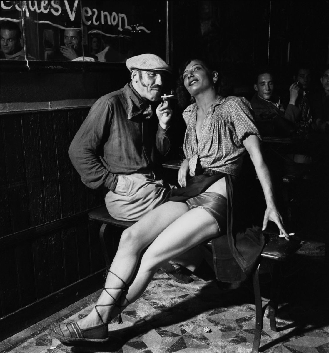 27 Stunning Black and White Photographs That Capture Everyday Life in France in the 1930s and 1940s