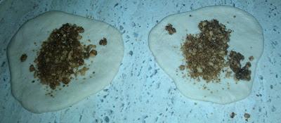 HOTTEOK, COMIDA CALLEJERA COREANA {Bollitos de trigo y arroz rellenos de azúcar y cacahuetes} receta recipe plato cocina gastronomia sarten panqueques hotteok harina de trigo harina de arroz