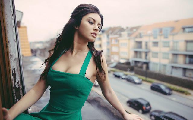 Jakie dodatki do zielonej sukienki?TOP 5 dodatków do zielonej sukienki!