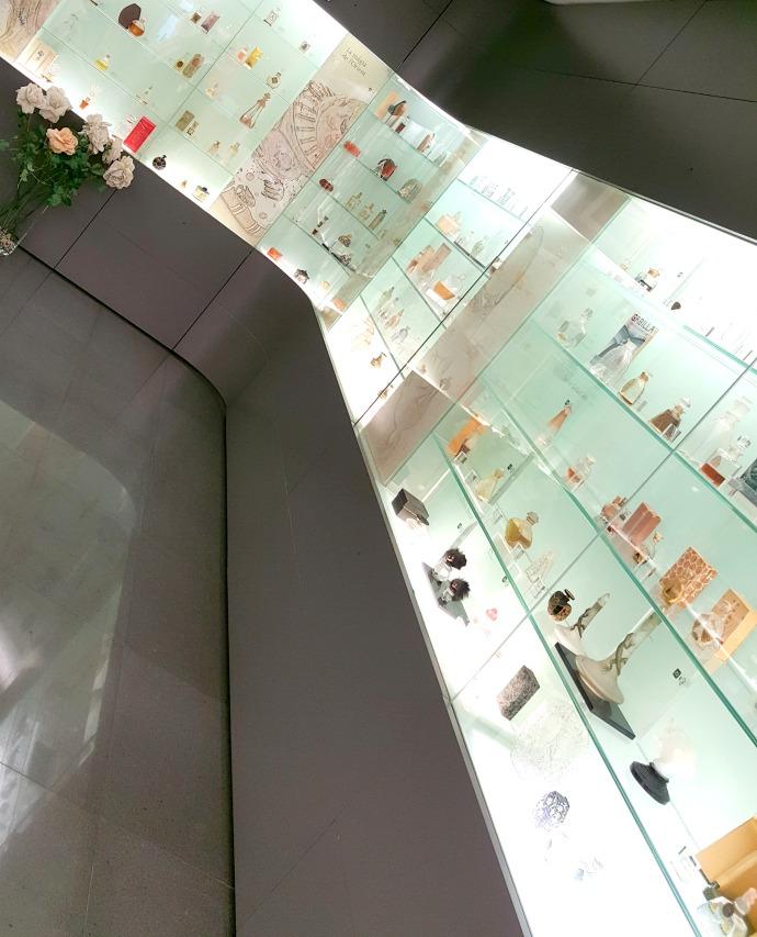 expositor de fragancias del museu del perfum andorra