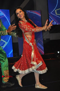 Bollywood Actress Model Sunny Leone Dance Performance in Red Half Saree at Rogue Audio Launch 13 March 2017  0133.jpg