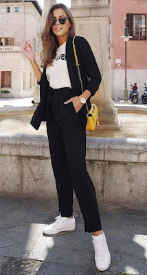 Look blazer preto e tênis branco