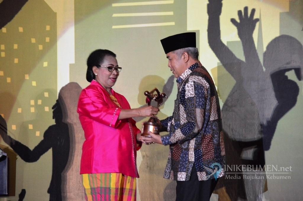 Kebumen Raih Penghargaan Kabupaten Layak Anak Kelima