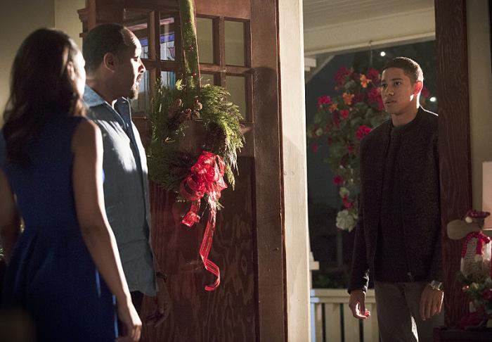 Keiynan Lonsdale em sua primeira cena na série, contracenando com Jesse  L.Martin e Candice Patton - The CW 4f104b15dc