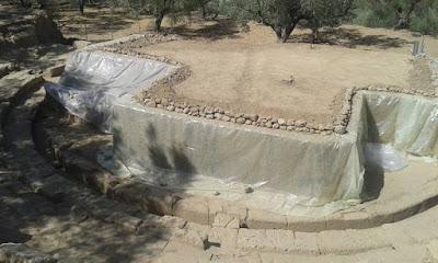 Αποκαλύφθηκε η ορχήστρα και η πρώτη σειρά καθισμάτων του θεάτρου στην Αρχαία Θουρία