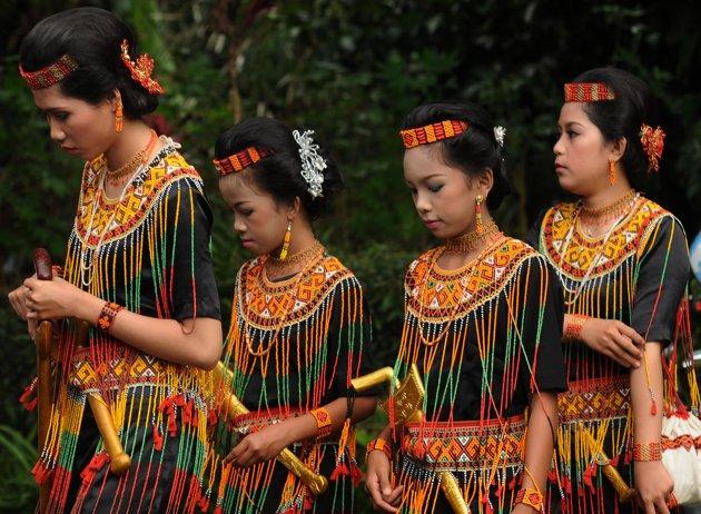 UNIQUE CULTURE CEMETERY  I Love Indonesia