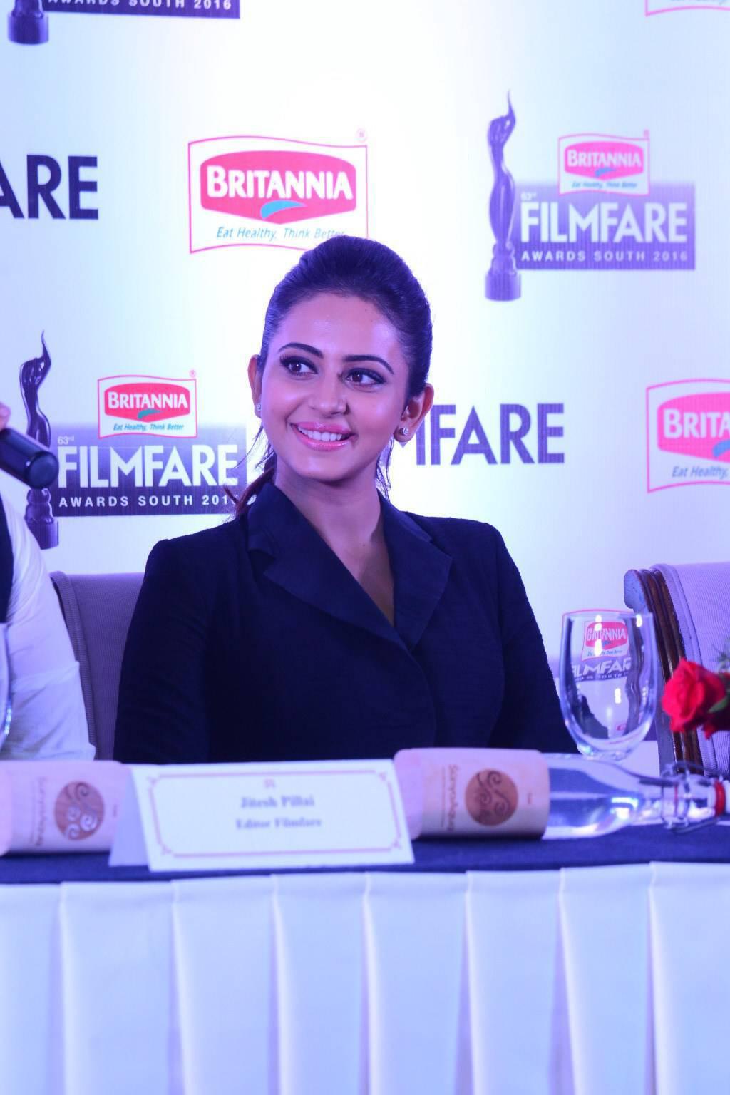Rakul Preet Singh At Filmfare Awards 2016