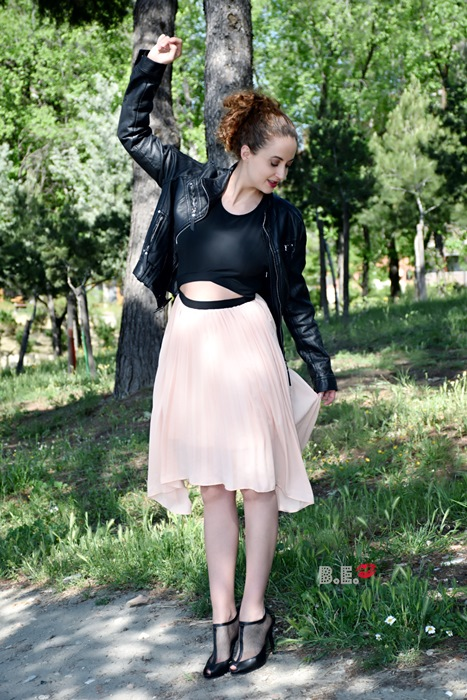 outfit-vestido-rosa-asimetrico-4