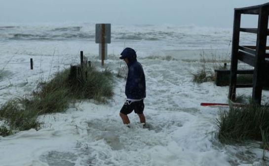 إعصار مايكل؛ يصل إلى 240 ميلاً بالقرب من ساحل فلوريدا.