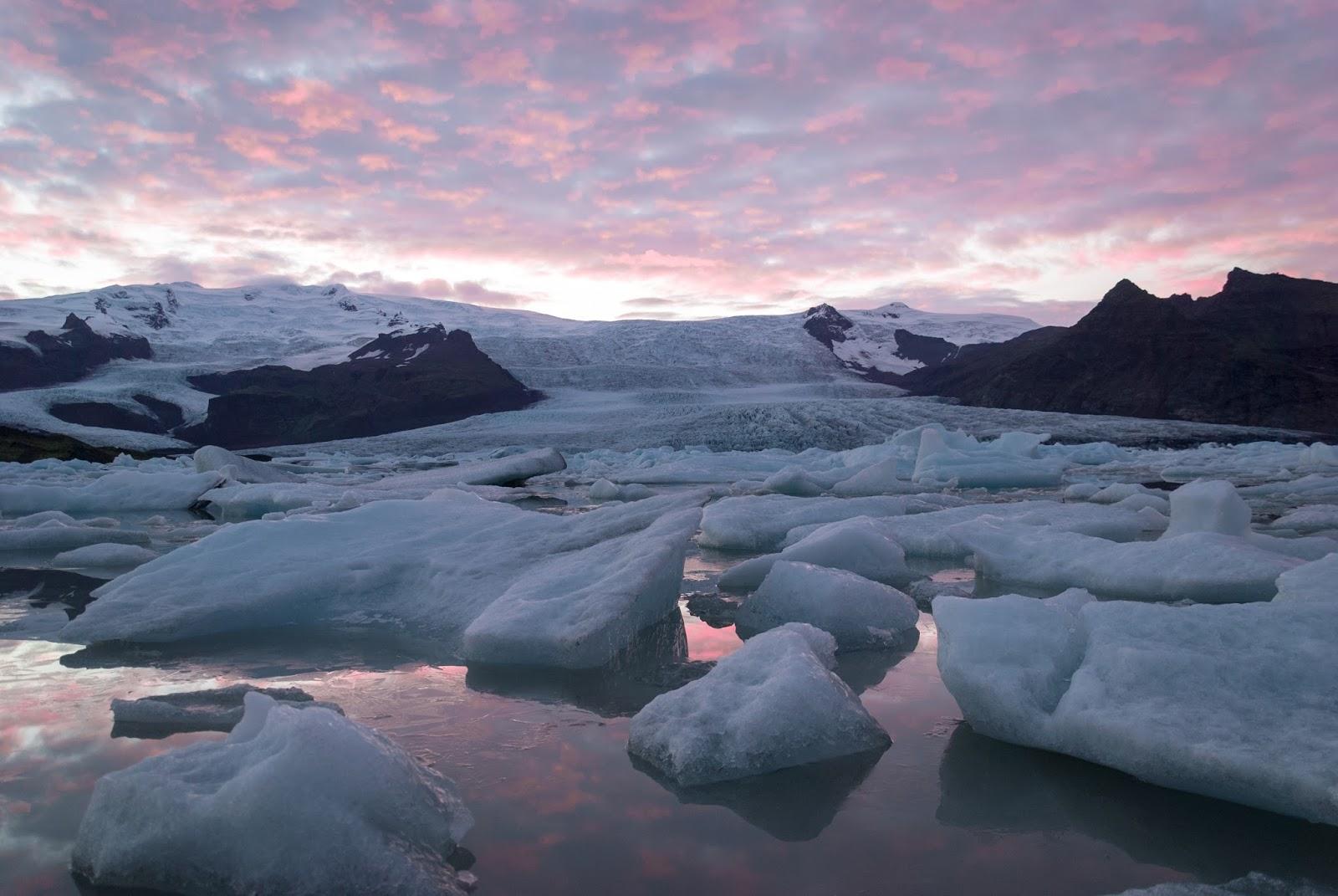 Islandia - kraina mchu i lodu oraz czarnych plaż.