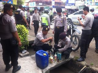 Belasan Preman Nyanyi Indonesia Raya