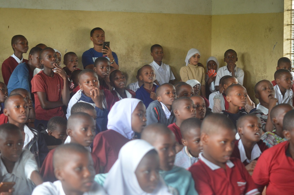StarTimes visit National Primary School to introduce ST Kids