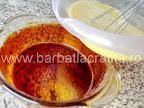 Tort de zahar ars preparare reteta crema - turnam cmpozitia in vasul caramelizat