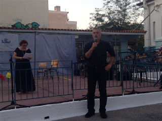 Ο Γιάννης Μώραλης κάνει χαιρετισμό στην εκδήλωση