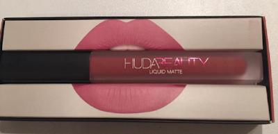 revue Huda Beauty rouge à lèvres liquides à effet mat Icon