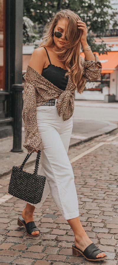 Spring is here! Need spring outfit inspiration? Check out these 29 Chic Spring Outfits That Look Effortlessly Sexy and Cool. trouser + print top | Spring Fashion + Spring Wear via higiggle.com #fashion #spring #style #chic