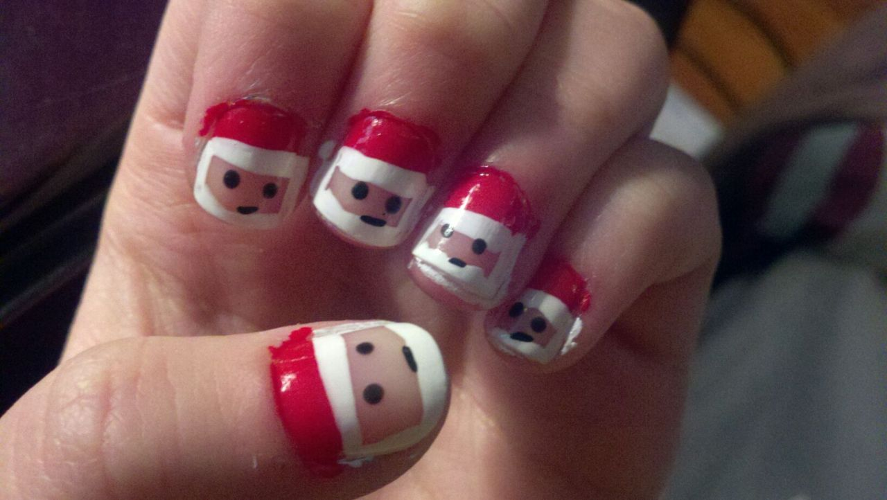 Women beauty tips 10 sizzling christmas nail polish ideas - Cute nail art designs to do at home ...