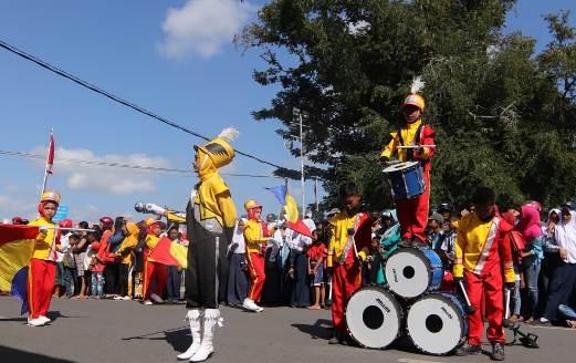 Wabup Lepas Peserta, Lomba Drum Band dan Gerak Jalan Indah Di Selayar
