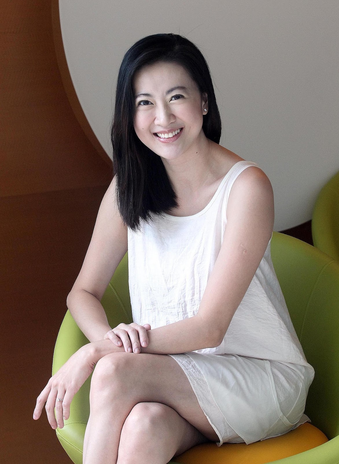 Actress Eelyn Kok, 郭蕙文 (Guō huì wén), found strength through religion, exercise, reading inspirational books and listening to Survivor, a song by defunct American girl-group Destiny's Child.