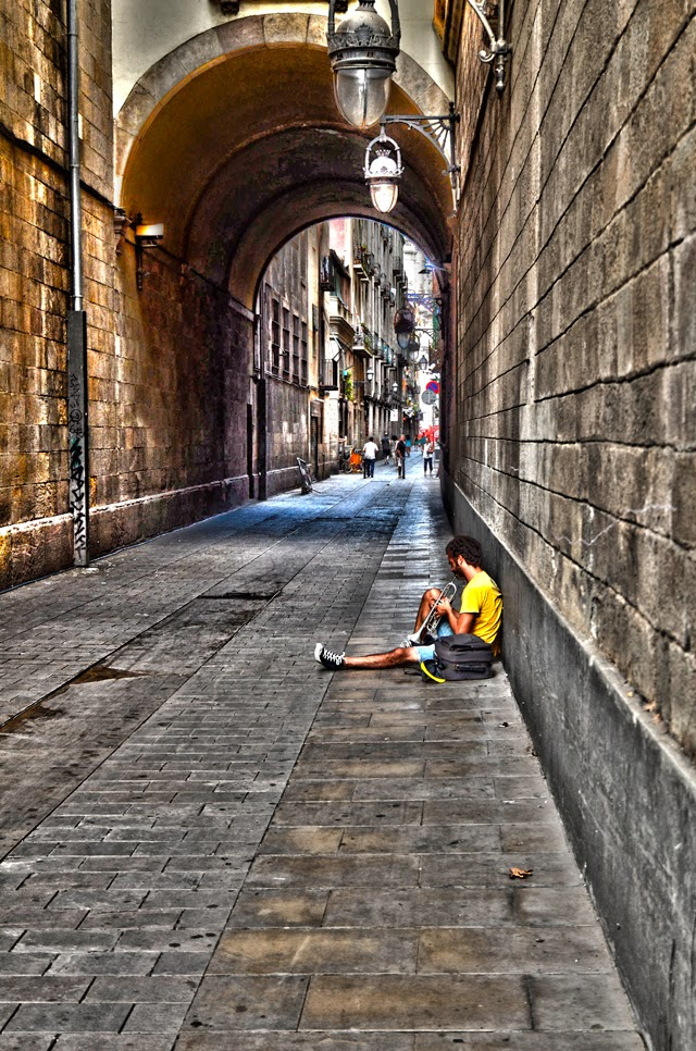 Trumpeter at Carrer de la Merce in Barcelona