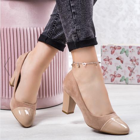 Pantofi dama cu toc gros bej pentru zi cu varful lacuit din piele eco