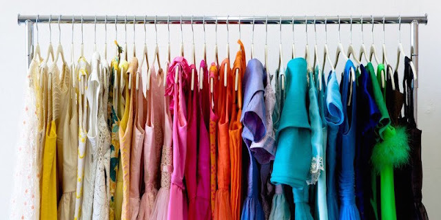 http://www.simplyspaced.com/2015/03/18/color-coding-closet-organizers-secret-weapon/