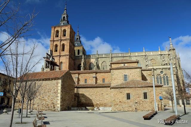 Catedral, Iglesia de Santa María, Celda de las emparedadas y Capilla de San Esteban de Astorga