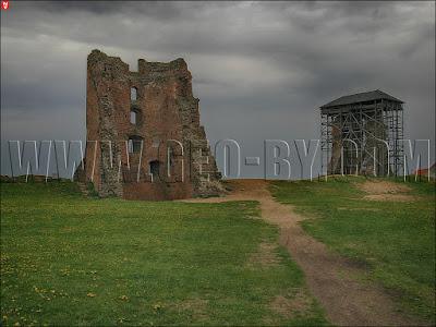 Новогрудок. Руины башни замка Миндовга