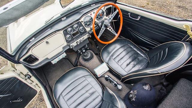 Interior del Triumph TR4 Police Cruiser 1962