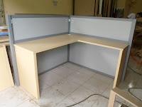 Meja Sekat Kantor Bentuk L