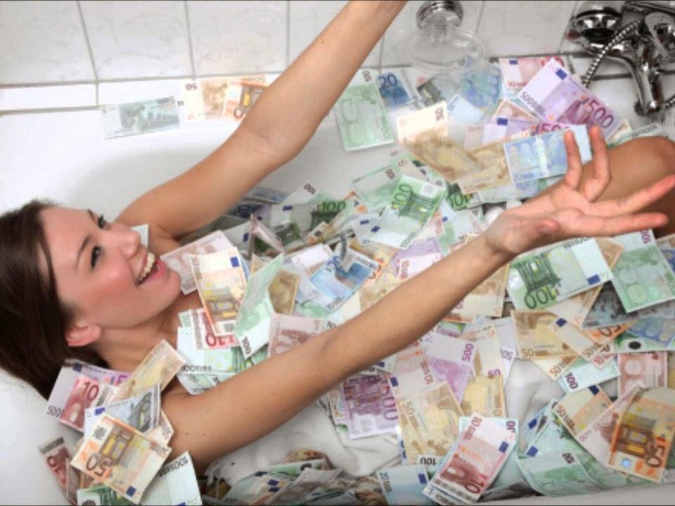 Μεγαλώνουμε ακούγοντας πως τα χρήματα δεν φέρνουν την ευτυχία