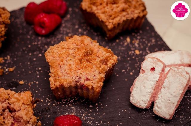 Muffins crumble aux framboises et à la poudre de biscuits Rose de Reims
