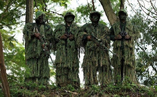 Mantap Jiwa...! Cukup 4 Prajurit TNI Untuk Membuat Kocar-Kacir Satu Peleton Pasukan Elit Musuh...