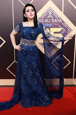 Penyanyi dan Pengusaha Cantik Bandung : Syahrini cantik dan seksi dengan gaun biru