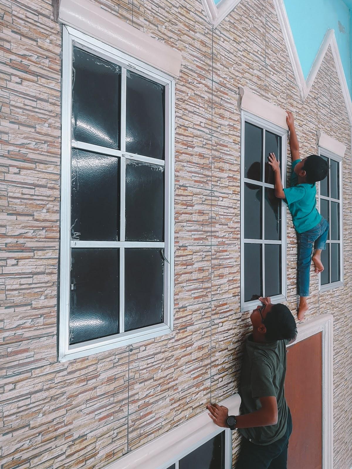 Rumah Terbalik Port Dickson, Negeri Sembilan - panjat