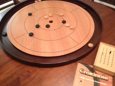 Crokinole game in play