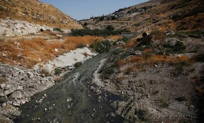 Vale do Cédron onde andou o Rei Davi com esgoto a céu aberto