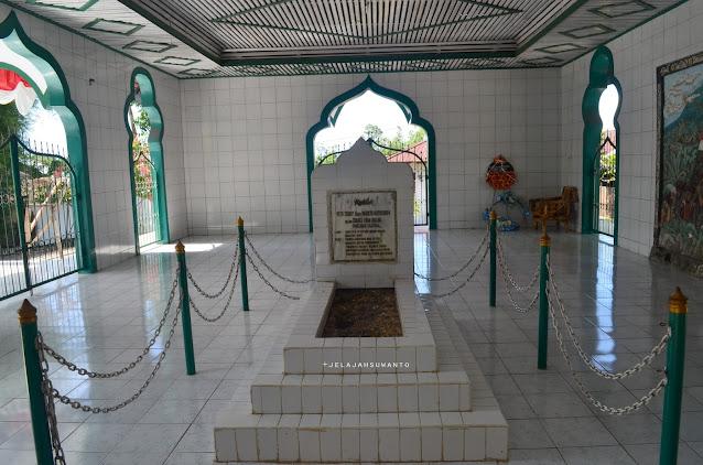 Makam Tuanku Imam Bonjol di Lotta, Pineleng, Minahasa, Sulawesi Utara | © Jelajahsuwanto