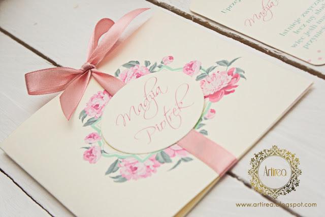 oryginalne rozowe zaproszenia slubne z piwonia artirea