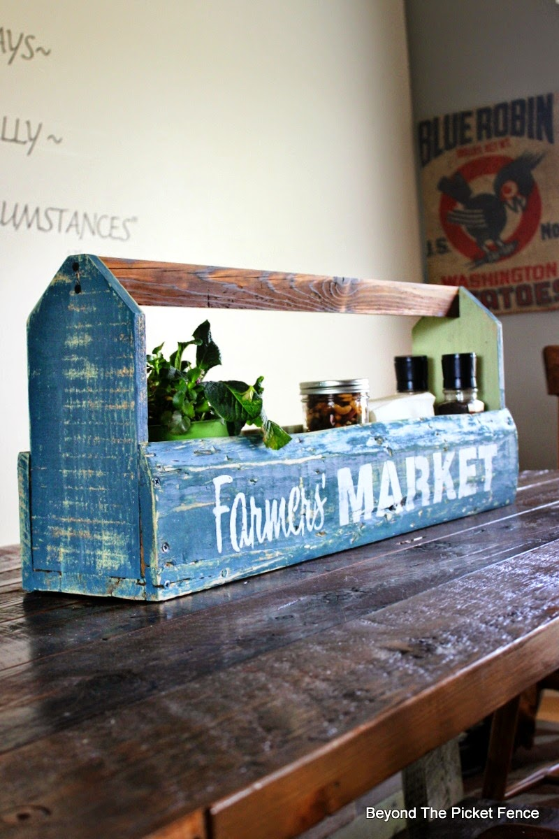 farmhouse decor, old sign stencils, beyond the picket fence, pallet wood, reclaimed wood, http://bec4-beyondthepicketfence.blogspot.com/2015/04/farmers-market-toolbox.html