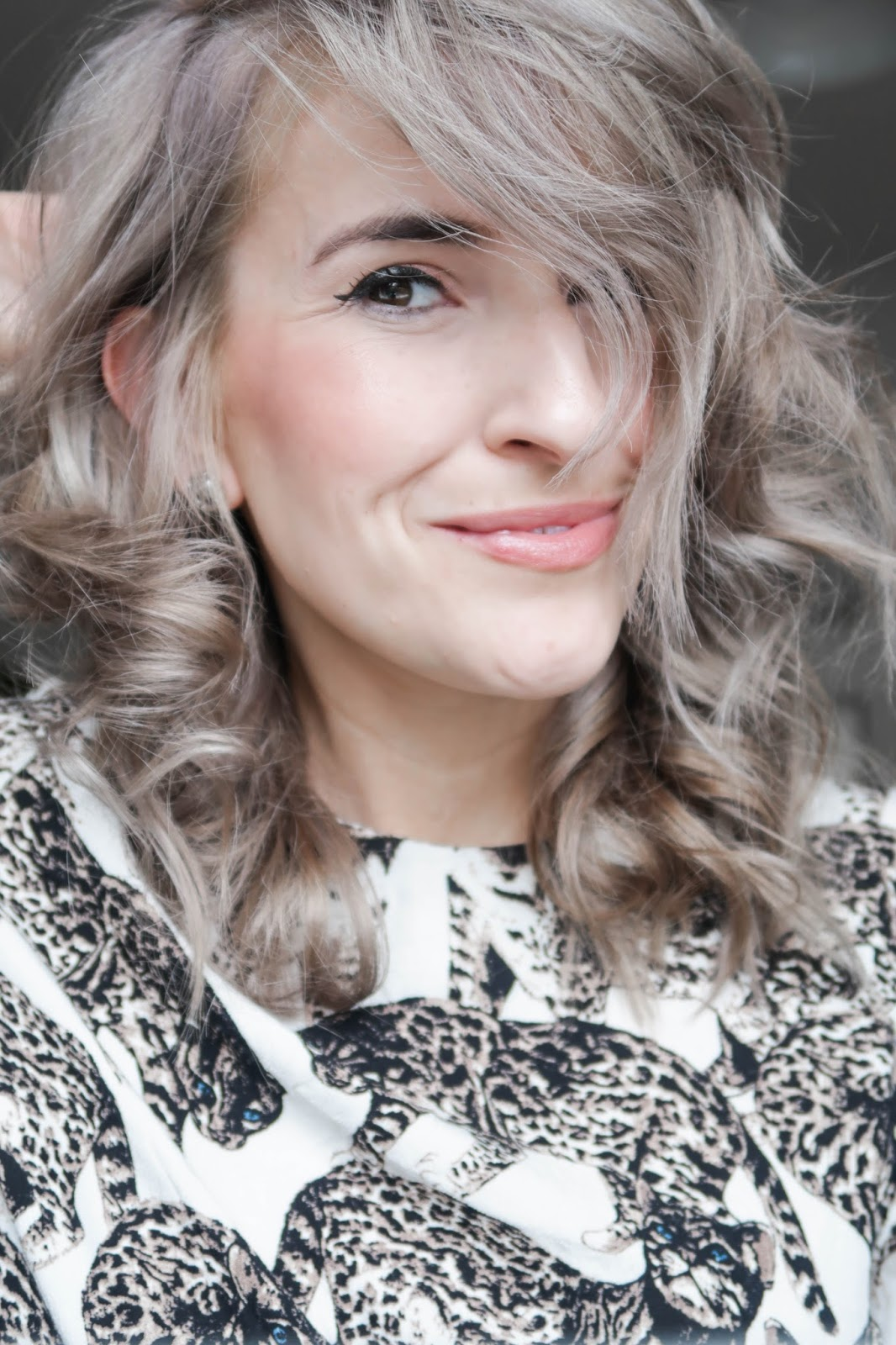 How to create messy wavy hair with lots of volume