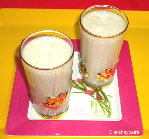 litchi smoothie in glasses