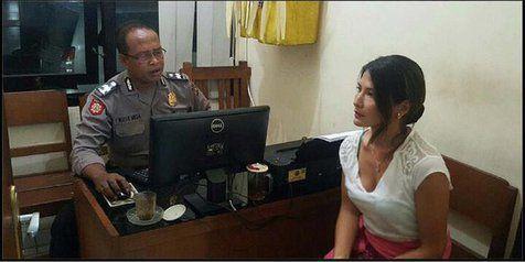 Rambut Dijambak Orang, Tamara Bleszinsky Punya Karma di Bali?
