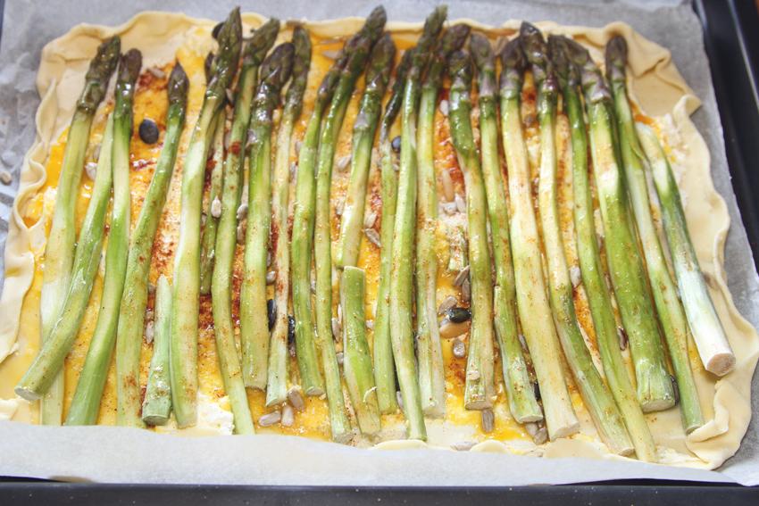 Przepis na wytrawną tartę ze szparagami i z serem mascarpone