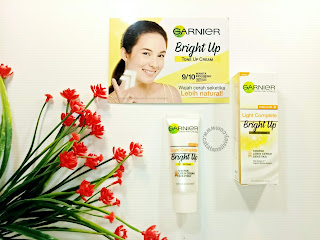 bright up tone up cream tampak depan
