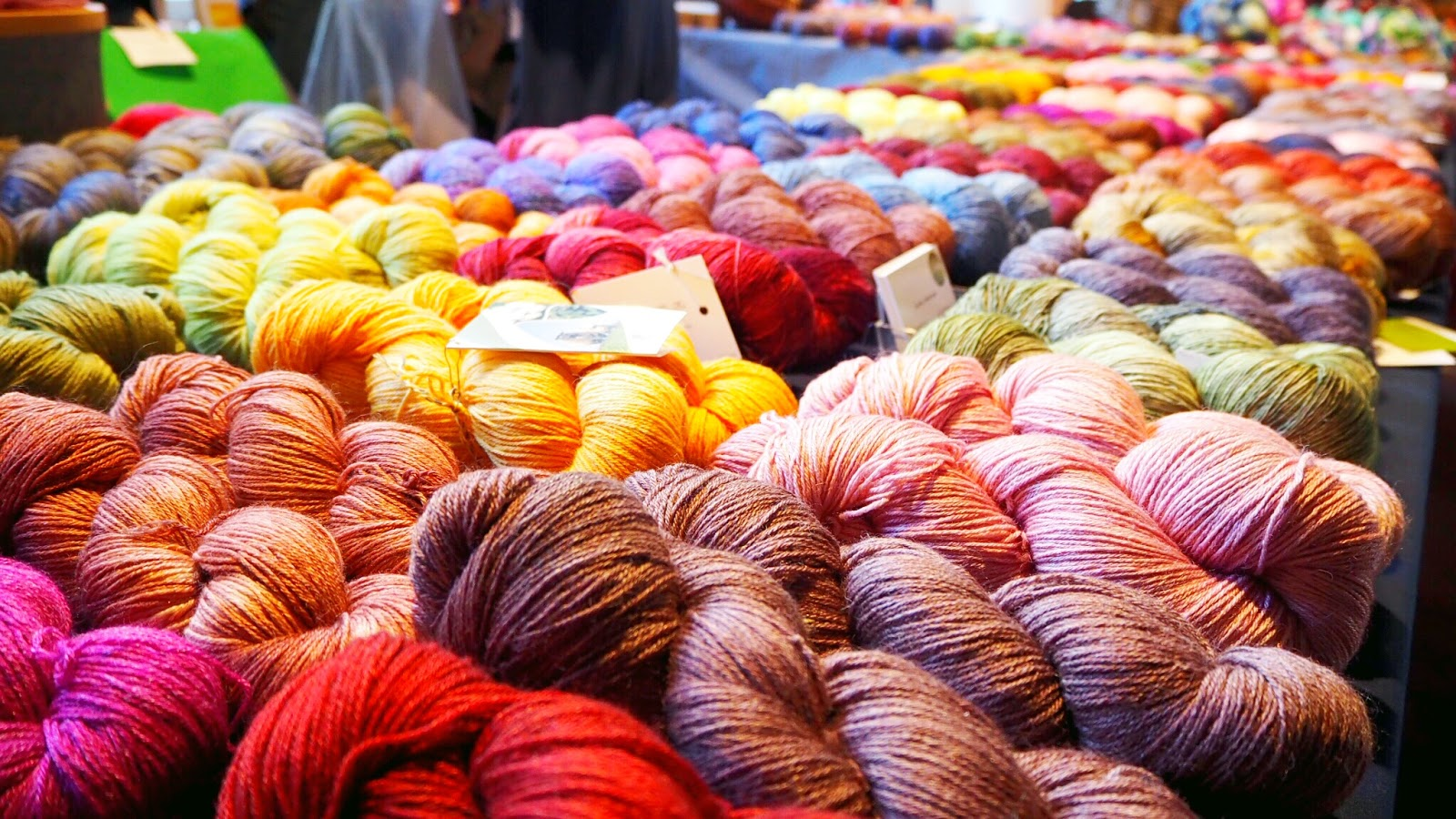 Handgefärbte Wolle von Ovillo