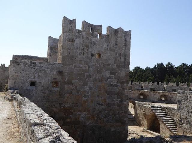 Un tratto delle mura di rodi medievale