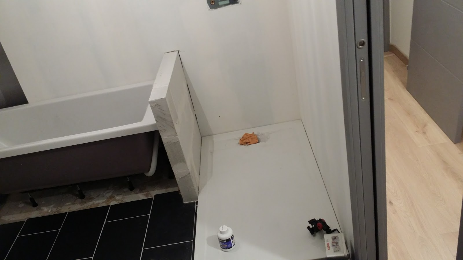 salle de bain montage du chauffe eau