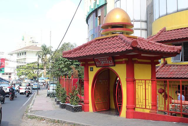 Masjid Unik Bernuansa Oriental di Bandung